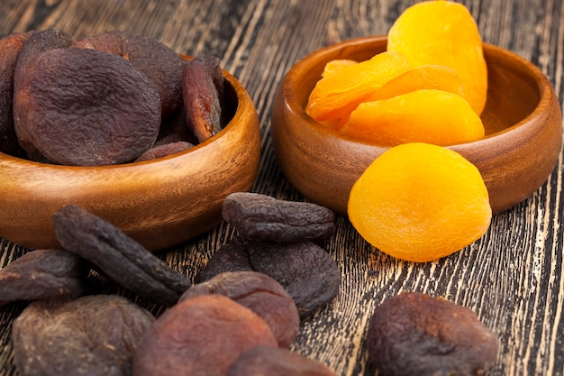 黄色いドライアプリコットオリエンタルな甘さ、熟したオレンジアプリコットから乾燥したアプリコット
