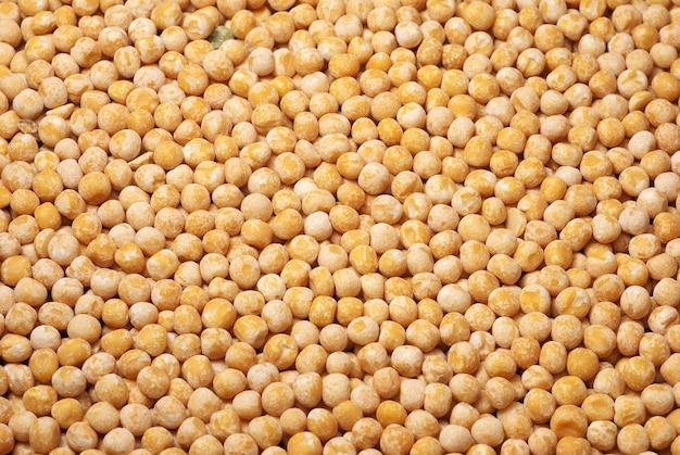 黄色の乾燥エンドウ豆。画像は背景として使用できます。