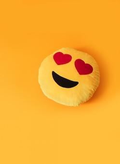 Yellow emoji with heart eyes