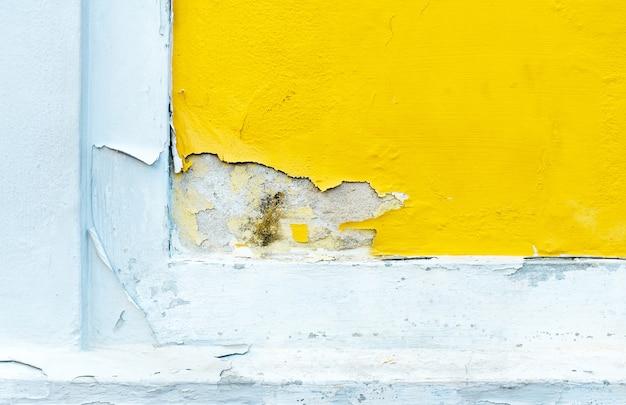 黄色の侵食されたコンクリートの壁、