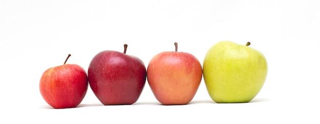 흰색 배경 배너에 고립 된 노란색, 녹색, 빨간색 사과