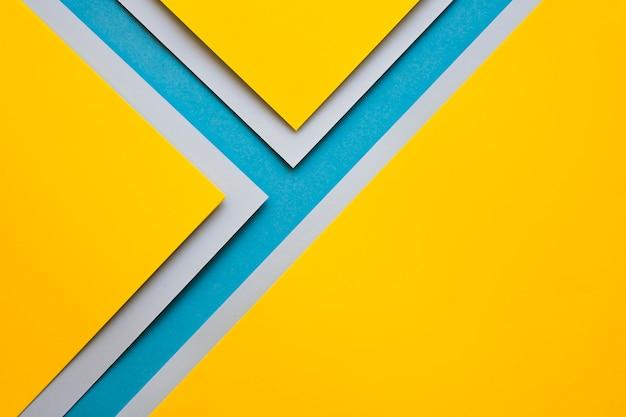 Mestieri gialli e grigi sulla superficie blu