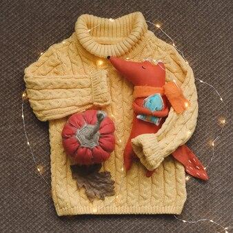 黄色のニットセーター手作りカボチャ乾燥葉面白いおもちゃキツネ