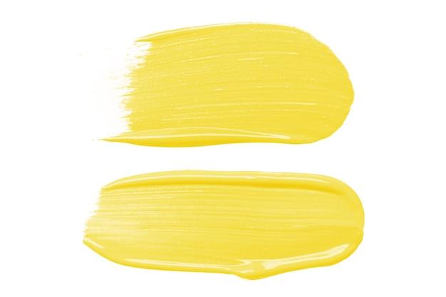 흰색 바탕에 노란색 액체 파운데이션 얼룩