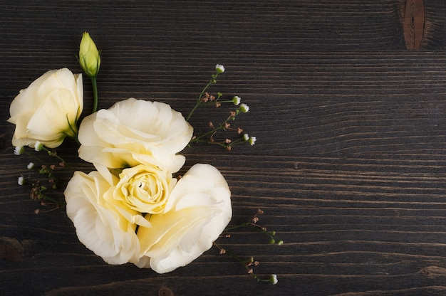 Желтые цветы лизиантуса