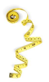 흰색 배경에 고립 된 노란색 측정 테이프