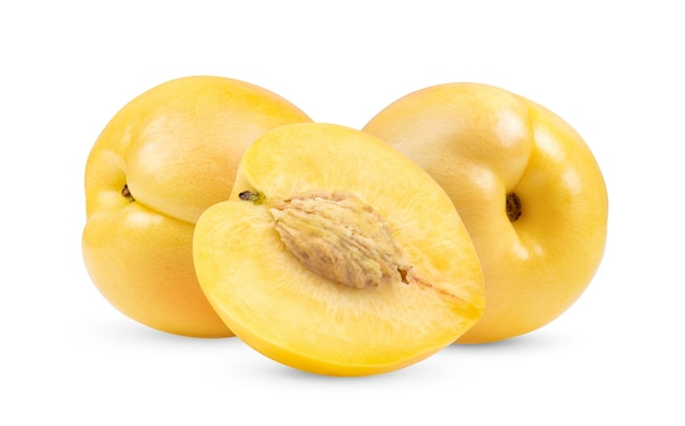 白い背景の上の黄色のネクタリンフルーツ