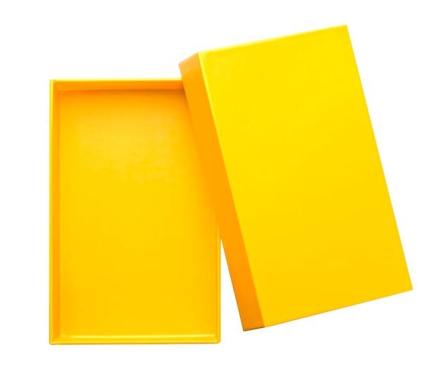 Желтая открытая картонная коробка макет изолирована на белом фоне