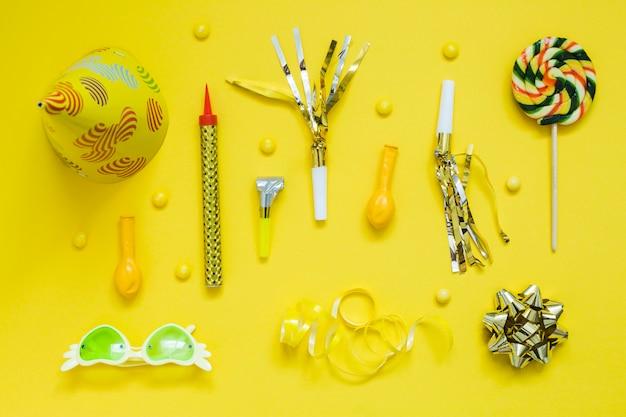 Элементы желтого украшения партии