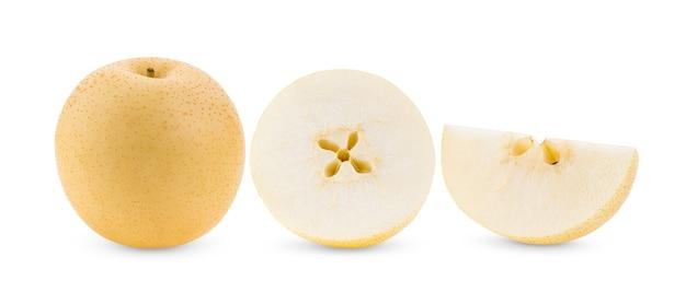 白で分離された黄色の梨の果実