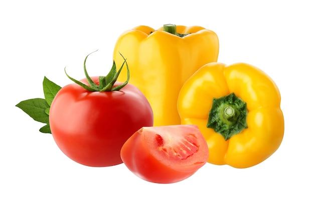 クリッピングパスと白い背景に分離された黄ピーマンと赤いトマト。