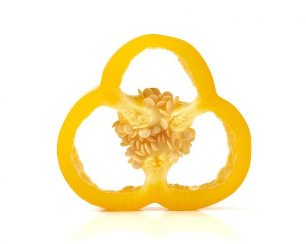 Желтые перцы на белом фоне