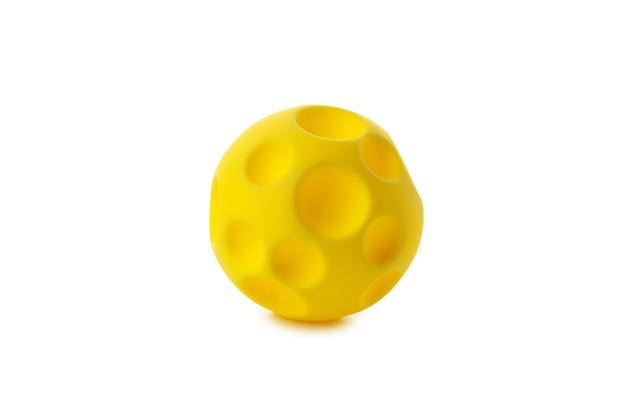 Желтый мяч для домашних животных, изолированные на белом фоне