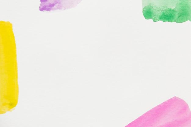 노랑; 분홍; 초록; 텍스트를 작성하기위한 공간이 흰색 배경에 보라색 브러시 스트로크