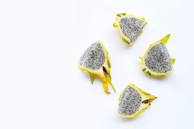 黄色いピタヤまたはドラゴンフルーツ。