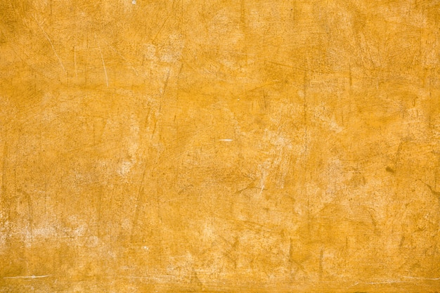 건물의 노란색 회 반죽 된 벽