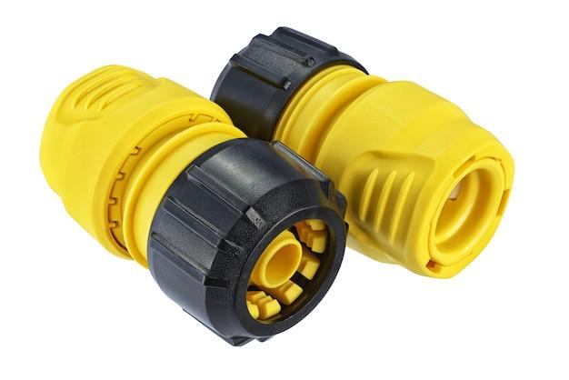 分離された黄色のプラスチック製メスクイックコネクトホースフィッティング