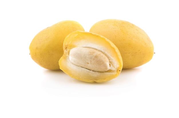 白い背景で隔離の黄色の生の日付
