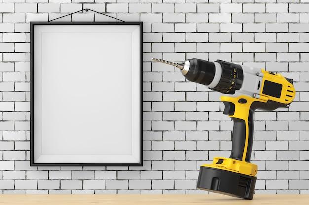 Желтая аккумуляторная и беспроводная дрель перед кирпичной стеной с крупным планом крайности пустой рамки. 3d рендеринг