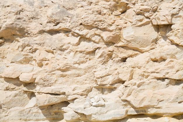 Желтая скала