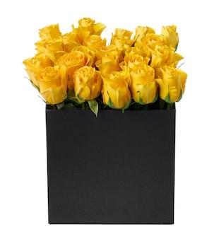 分離された帽子ボックスの黄色いバラ