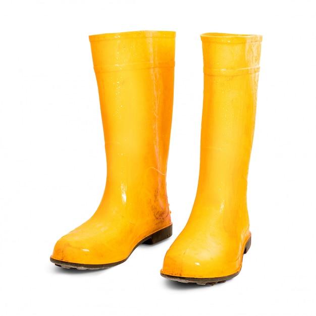 Желтые резиновые сапоги на белом фоне
