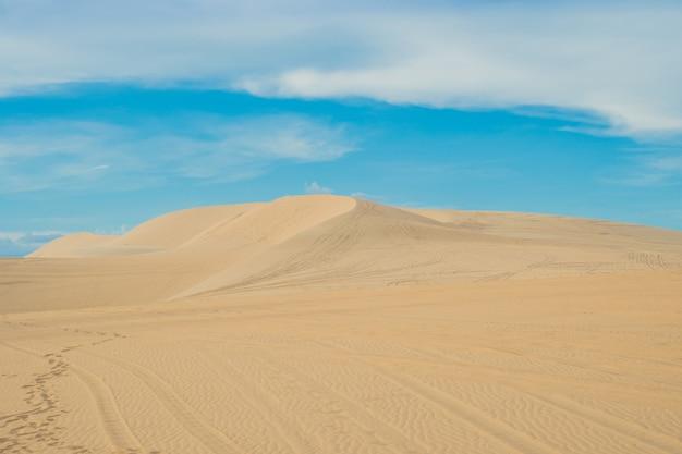 砂漠の黄色い砂、ムイネー、ベトナム