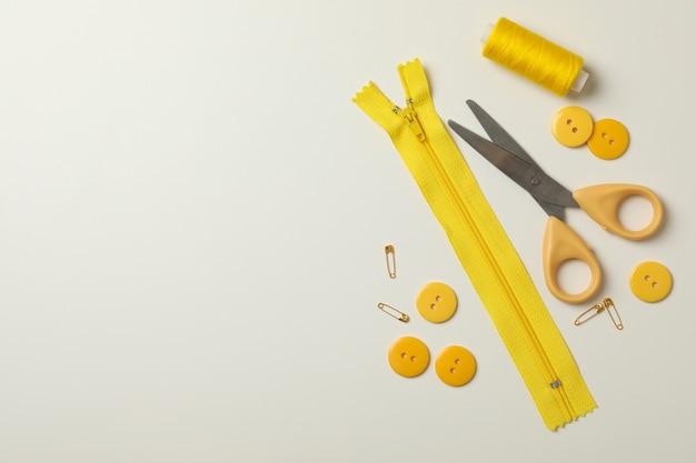黄色の裁縫用品