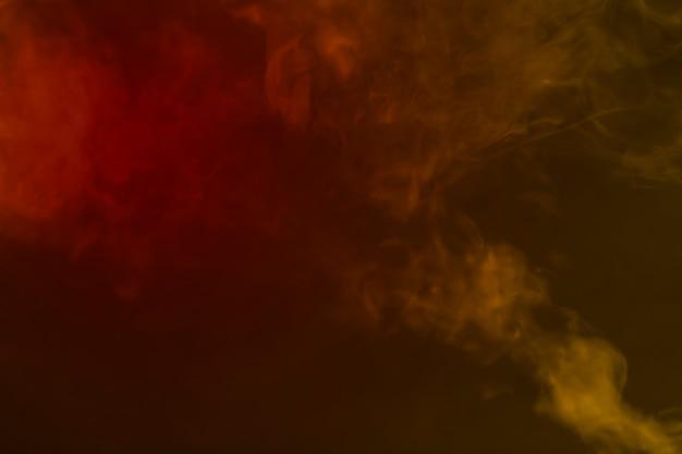 빨간색과 노란색 연기 혼합