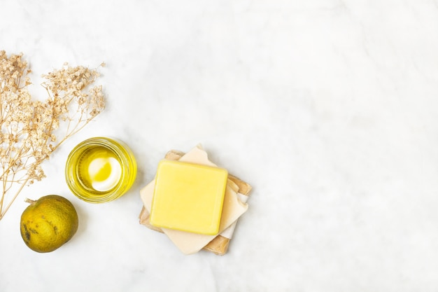 Желтые куски мыла
