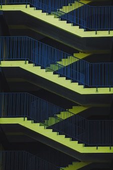 Желтые лестницы, пожарные лестницы