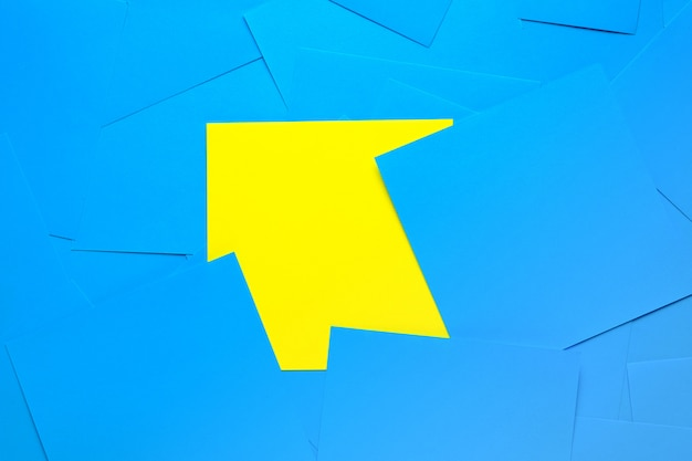Yellow sticky postit surrounded by blue notes