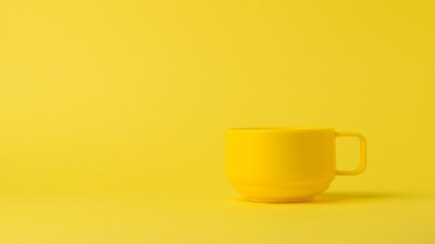 노란색 표면에 노란색 세련 된 그릇