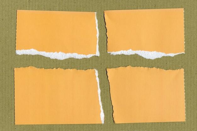 黄色の破れた紙片