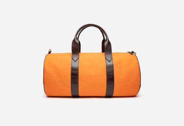 Дорожная сумка желтого цвета