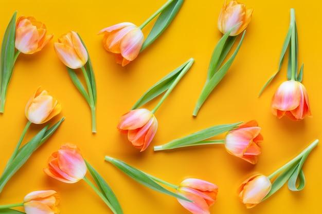 黄色の黄色のチューリップsemalessパターン。レトロなビンテージスタイル。