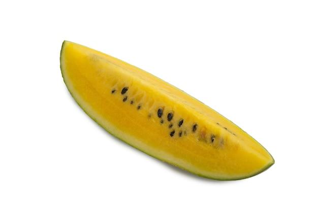 Желтый арбуз на белом фоне.