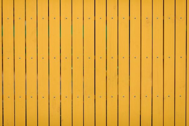 黄色の木の板。木製の壁の背景