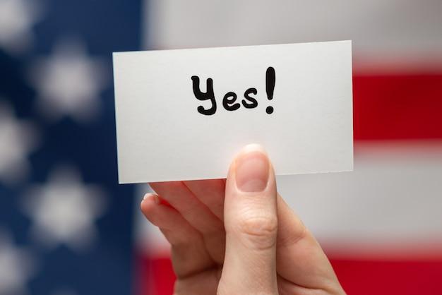Да текст на карточке американского флага