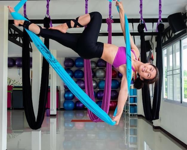 Йога в спортзале