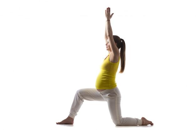 Yoga for moms-to-be, virabhadrasana 1