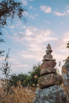 ヨガの石、自然と空