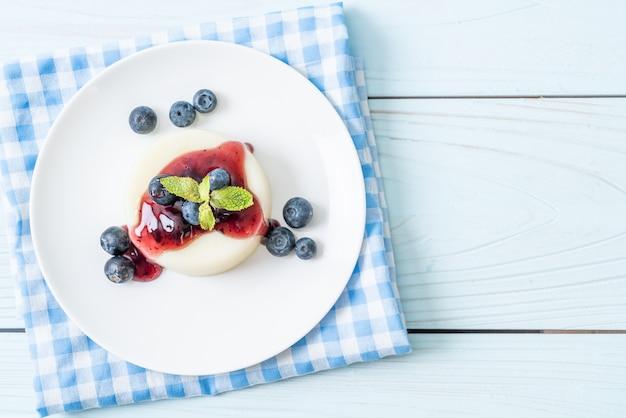 Yogurt pudding with fresh blueberries