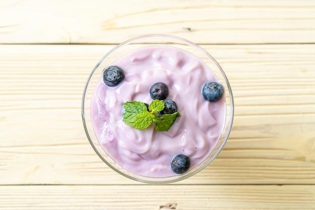 Yogurt with fresh blueberries