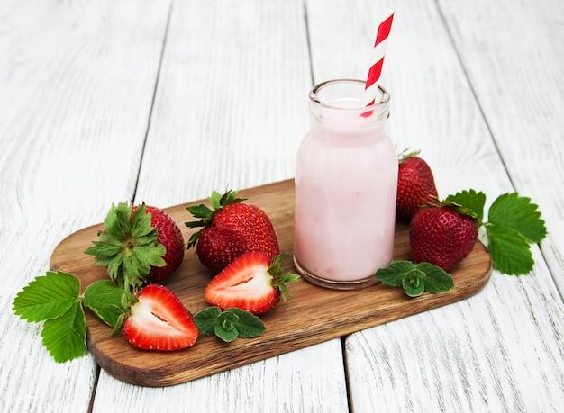 Yogurt with fresh strawberries