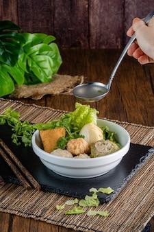 Йонг тау фу йонг тау фу или лев таху в индонезии это китайская кухня хакка