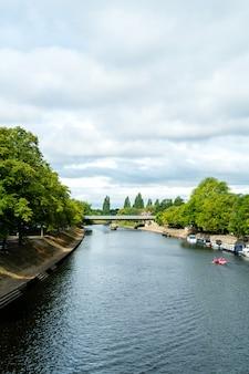 요크 영국에서 강 ouse와 요크 시티.