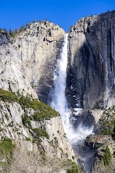 米国カリフォルニア州のヨセミテ国立公園のヨセミテ滝