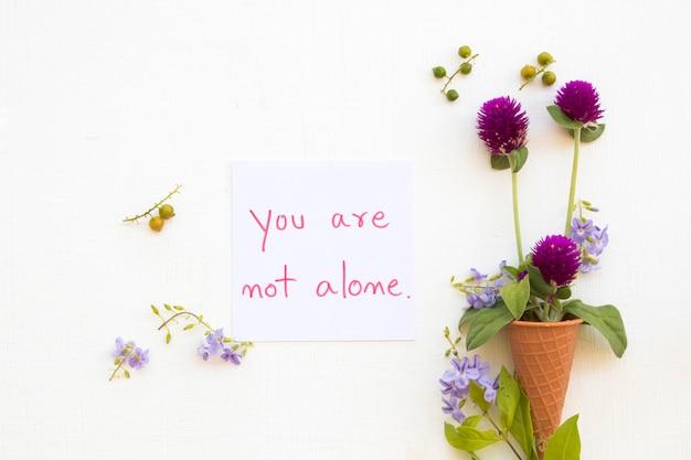 あなたは花と一緒に手書きのメッセージカードではありません