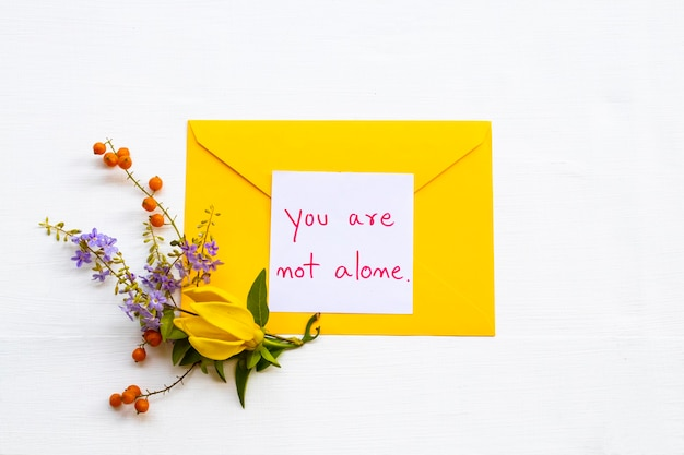 花で手書きのメッセージカードはあなただけではありません